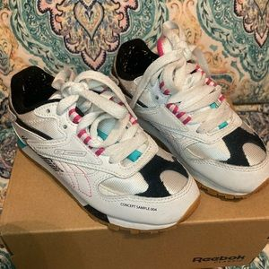 Reebok classic girls size 11 canvas and leather